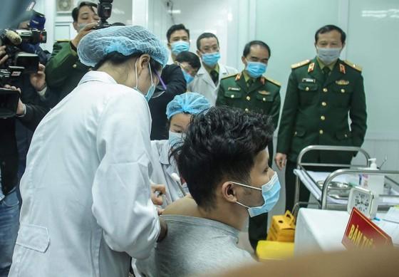 Sáng nay, Việt Nam chính thức tiêm thử nghiệm vaccine Nano Covax: 'Bắt đầu trận đánh lớn' ảnh 6