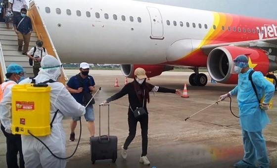 Đề nghị dừng chuyến bay về Việt Nam từ các quốc gia có biến thể mới virus SARS-CoV-2 ảnh 1