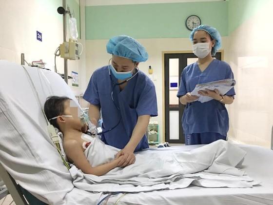 Lần đầu tiên, bệnh nhi nhỏ tuổi nhất Việt Nam được ghép tim của thanh niên 19 tuổi ảnh 2
