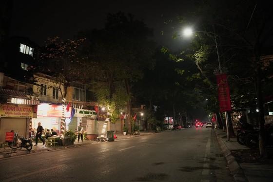 Hà Nội tĩnh lặng đón chào năm mới Tân Sửu 2021 ảnh 2