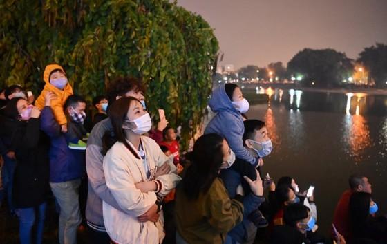 Hà Nội tĩnh lặng đón chào năm mới Tân Sửu 2021 ảnh 4