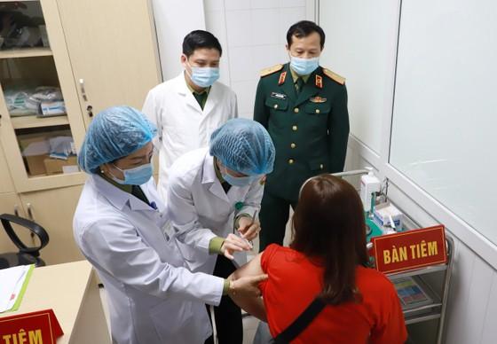 Hà Nội bắt đầu tiêm thử nghiệm giai đoạn 2 vaccine Nano Covax ảnh 1