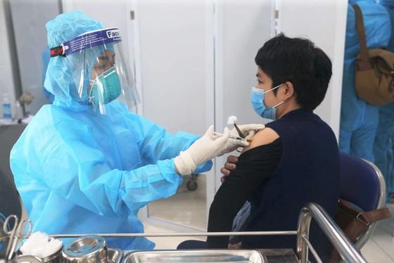 Một trường hợp rét run, co quắp sau tiêm vaccine Covid-19 ảnh 1