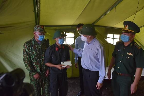 Thêm 3 ca mắc Covid-19, Bộ trưởng Bộ Y tế kiểm tra chống dịch tại 'điểm nóng' Kiên Giang ảnh 2