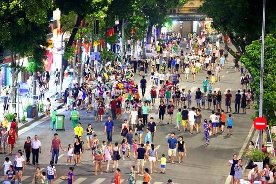 Dịch Covid-19 nguy cơ bùng phát, Bộ Y tế kêu gọi không tụ tập đông người vào dịp nghỉ lễ 30-4 và 1-5 ảnh 1
