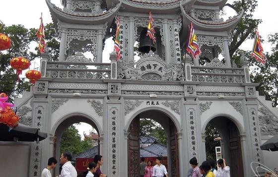 Đền  Tiên La, ởhuyện Hưng Hà, Thái Bình luôn thu hút được khá đông du khách thập phương