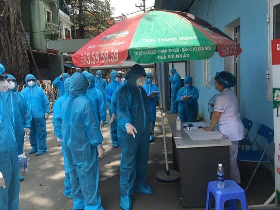 14 cán bộ y tế ở Phúc Yên khai báo có tới quán bar karaoke Sunny ảnh 1