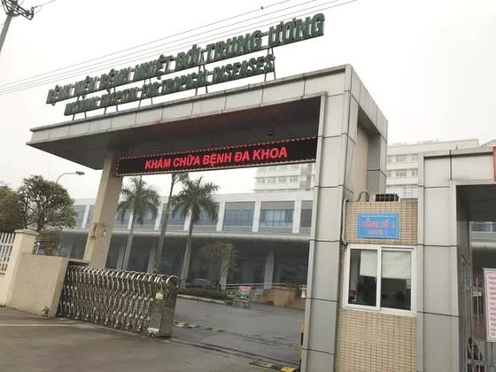 Dịch Covid-19 diễn biến phức tạp, Bệnh viện Bệnh nhiệt đới Trung ương tạm ngừng nhận bệnh nhân ảnh 1