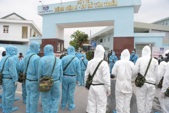 Bộ đội hóa học tiến hành khử khuẩn, tiêu độc ở Bệnh viện K ảnh 1
