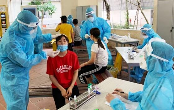 Bộ Y tế khẩn cấp hỗ trợ Bắc Giang dập dịch đang bùng phát ở khu công nghiệp ảnh 2
