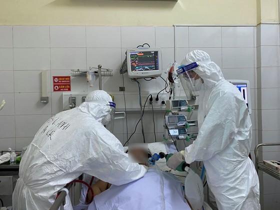 Ca tử vong vì Covid-19 trên nền bệnh nhân chấn thương sọ não, viêm màng não mủ biến chứng ảnh 1