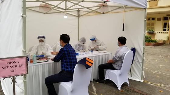 Đến sáng 26-7, Hà Nội có 751 ca mắc Covid-19, trong đó 457 ca ở cộng đồng ảnh 1