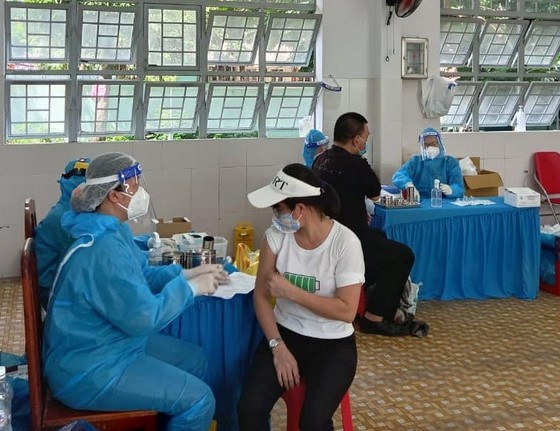 Bộ Y tế yêu cầu tăng tốc tiêm chủng, tiêm tất cả người từ 18 tuổi trở lên ảnh 1