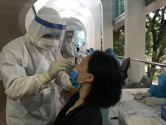 Hà Nội tiếp tục phát hiện người mắc Covid-19 trong cộng đồng, chuẩn bị oxy cho 40.000 ca mắc ảnh 1