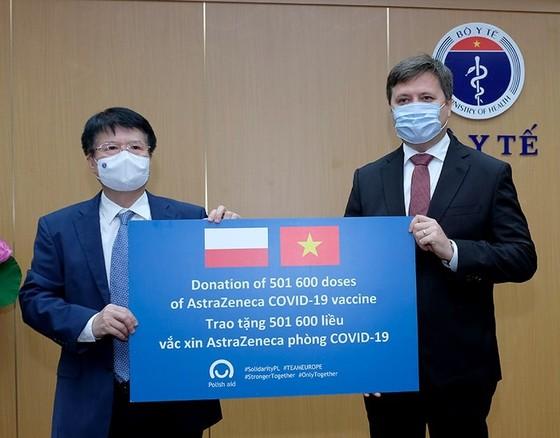 Ba Lan trao tặng Việt Nam hơn 500.000 liều vaccine AstraZeneca ảnh 1