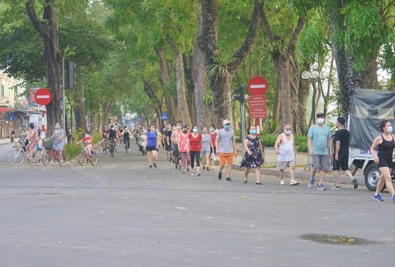 Ngày mai 28-9, Hà Nội mở lại trung tâm thương mại, thể dục, thể thao ngoài trời ảnh 1