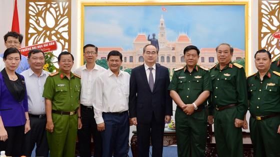 Bí thư Thành ủy TPHCM Nguyễn Thiện Nhân thăm, chúc mừng các đơn vị quân đội ảnh 2