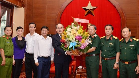 Bí thư Thành ủy TPHCM Nguyễn Thiện Nhân thăm, chúc mừng các đơn vị quân đội ảnh 1