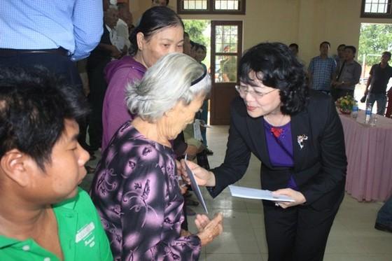 Phó Chủ tịch nước Đặng Thị Ngọc Thịnh tri ân các anh hùng liệt sĩ tại Quảng Trị  ảnh 2