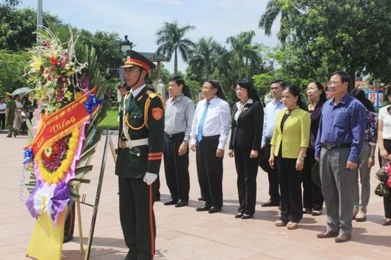 Phó Chủ tịch nước Đặng Thị Ngọc Thịnh tri ân các anh hùng liệt sĩ tại Quảng Trị  ảnh 1