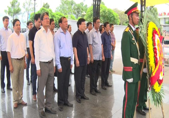 Phó Thủ tướng Trịnh Đình Dũng tri ân các anh hùng liệt sĩ tại Quảng Trị ảnh 2