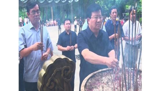 Phó Thủ tướng Trịnh Đình Dũng tri ân các anh hùng liệt sĩ tại Quảng Trị ảnh 1