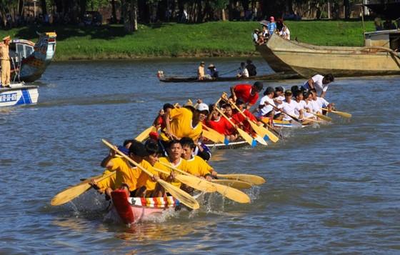 Một xã ẵm cả 2 HCV tại Giải đua ghe trên sông Hương ảnh 1
