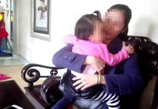 Đình chỉ hoạt động cơ sở giữ trẻ nghi bạo hành trẻ 1 tuổi ảnh 1