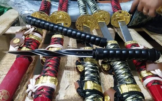 Phát hiện nhiều vũ khí sát thương tại cửa hàng tạp hóa ảnh 2