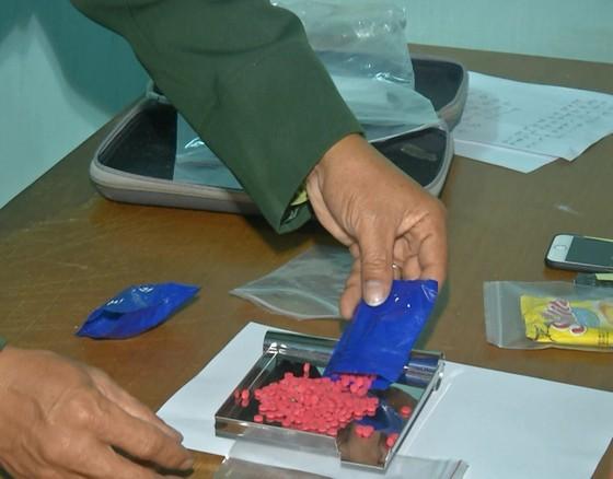 Bắt 2 đối tượng vận chuyển ma túy xuyên quốc gia ảnh 2