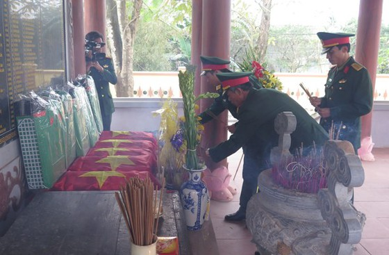 Phát hiện 11 hài cốt liệt sĩ bọc trong võng dù xanh tại Quảng Trị ảnh 2