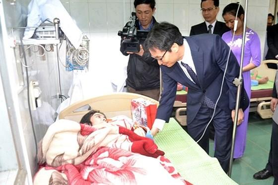 Phó Thủ tướng Vũ Đức Đam thăm các thầy thuốc ở miền núi tỉnh Quảng Trị ảnh 1
