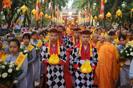 Trang nghiêm Đại lễ Phật đản Phật lịch 2562 tại Huế ảnh 4
