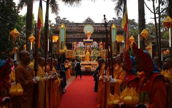 Trang nghiêm Đại lễ Phật đản Phật lịch 2562 tại Huế ảnh 3