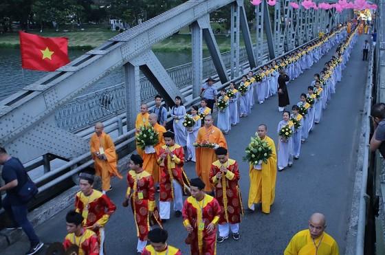Trang nghiêm Đại lễ Phật đản Phật lịch 2562 tại Huế ảnh 8