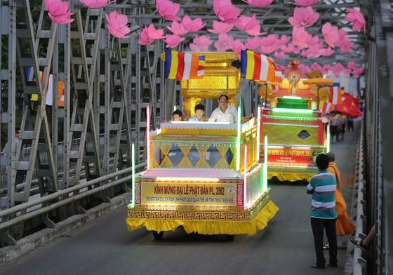 Trang nghiêm Đại lễ Phật đản Phật lịch 2562 tại Huế ảnh 11