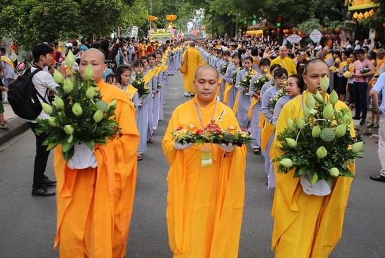 Trang nghiêm Đại lễ Phật đản Phật lịch 2562 tại Huế ảnh 7