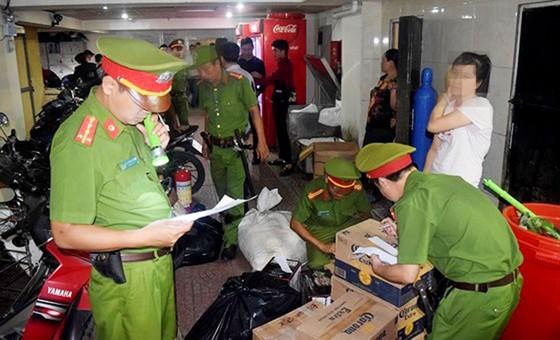 Kiểm tra bar ASTA tại Huế, phát hiện lượng lớn ma túy tổng hợp, bắt giữ hàng chục đối tượng  ảnh 3