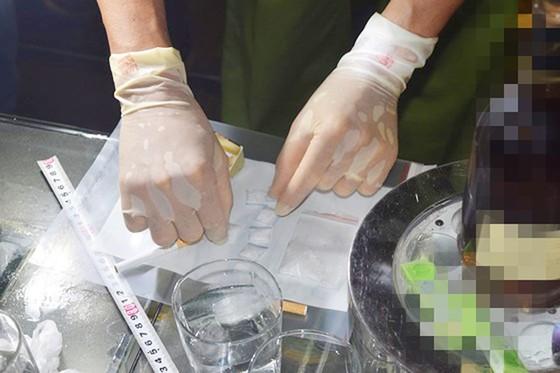 Kiểm tra bar ASTA tại Huế, phát hiện lượng lớn ma túy tổng hợp, bắt giữ hàng chục đối tượng  ảnh 6