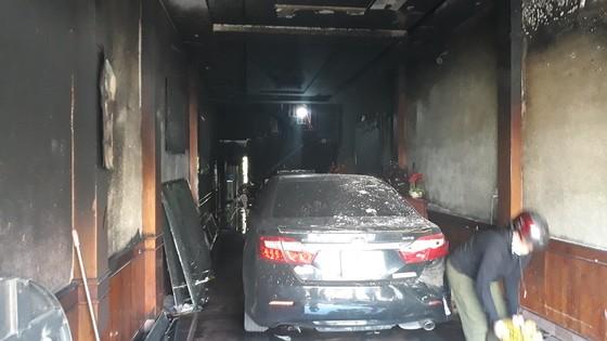 Cảnh sát PCCC cứu 5 người dân trong đám cháy lúc rạng sáng tại Huế ảnh 4
