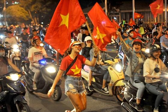 Nức lòng khi Việt Nam vào Chung kết AFF Cup ảnh 1