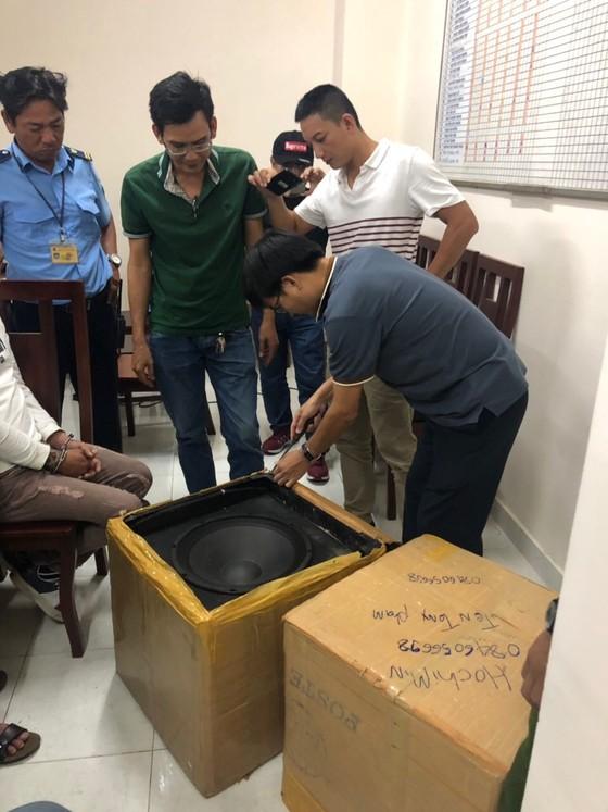 Bắt 2 đối tượng dùng loa thùng ngụy trang 19kg ma túy đá   ảnh 2