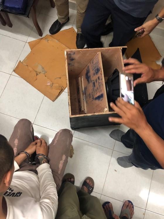 Bắt 2 đối tượng dùng loa thùng ngụy trang 19kg ma túy đá   ảnh 1