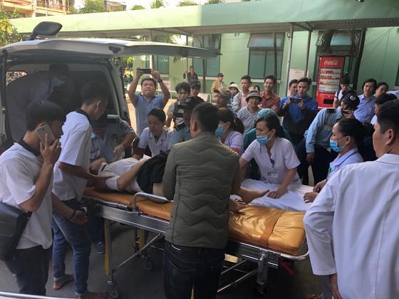Xe khách chở 26 người rơi xuống vực đèo Hải Vân, đã có 1 người tử vong ảnh 3