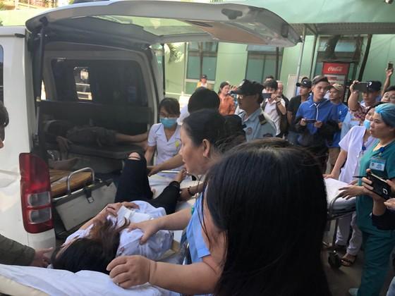 Xe khách chở 26 người rơi xuống vực đèo Hải Vân, đã có 1 người tử vong ảnh 4