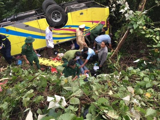 Xe khách chở 26 người rơi xuống vực đèo Hải Vân, đã có 1 người tử vong ảnh 15