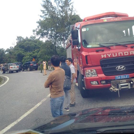 Xe khách chở 26 người rơi xuống vực đèo Hải Vân, đã có 1 người tử vong ảnh 27