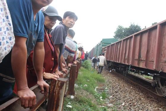 Tai nạn đường bộ và đường sắt khiến 2 người chết thảm ảnh 2