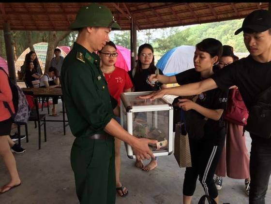 Người xa lạ góp tiền lo hậu sự cho nạn nhân cứu 2 sinh viên đuối nước ảnh 1