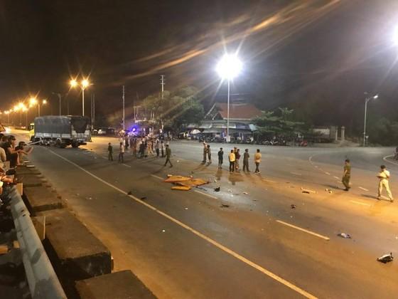 Va chạm giữa ô tô và xe máy, 2 người chết tại chỗ ảnh 1